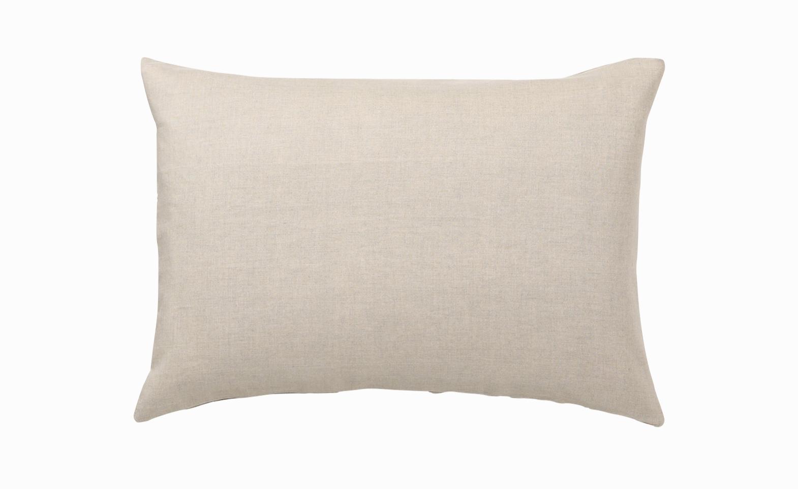 無印から出されている麻素材の枕カバーです。